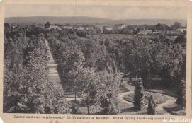 Парк біля закладу (видавець невідомий)